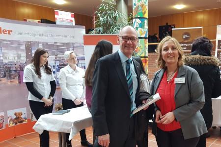 Erfolgreiche Kooperation mit der Droste-Hülsoff-Schule (Schulleiterin Frau Seitzinger) und dem Landratsamt Bodenseekreis (Herr Landrat Wölfle).